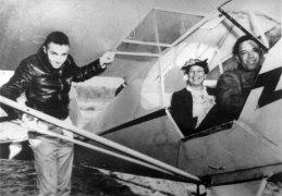 first-lady-eleanor-roosevelt-insisted-on-flying-with-a-black-pilot-in-tuskegee