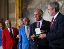 Tuskegees-Receiving-Gold-Medal